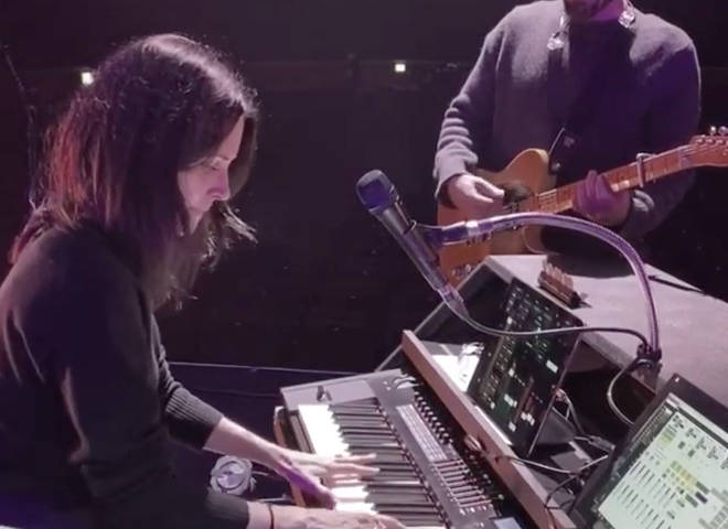 Courteney Cox plays piano at the Royal Albert Hall