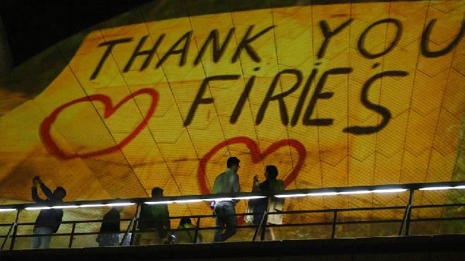 Heartwarming messages light up Sydney Opera House