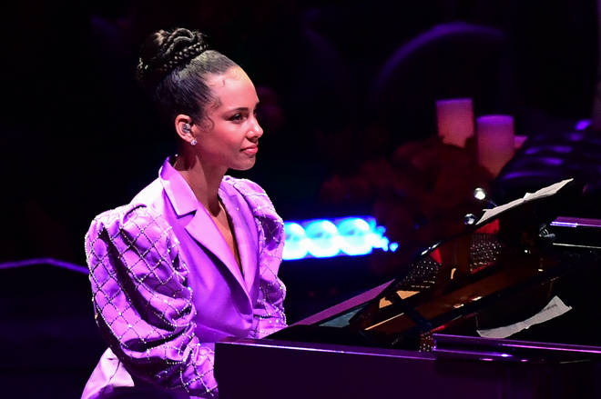 Alicia Keys plays Beethoven in honour of Kobe Bryant