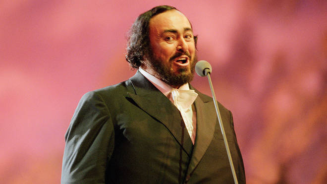 Luciano Pavarotti was known for singing 'Funiculì, Funiculà'
