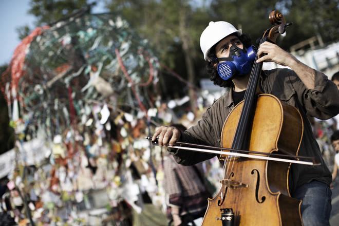 Cellist in Istanbul's Taksim square