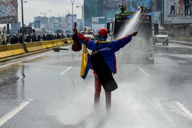 Violinist during protests in Caracas