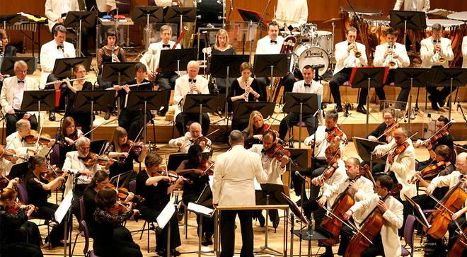 Sir Mark Elder leads the Hallé Orchestra