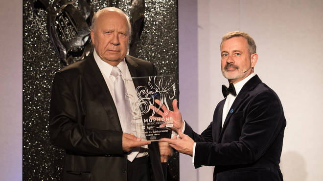 James Jolly presents Neeme Järvi with his Lifetime Achievement Award