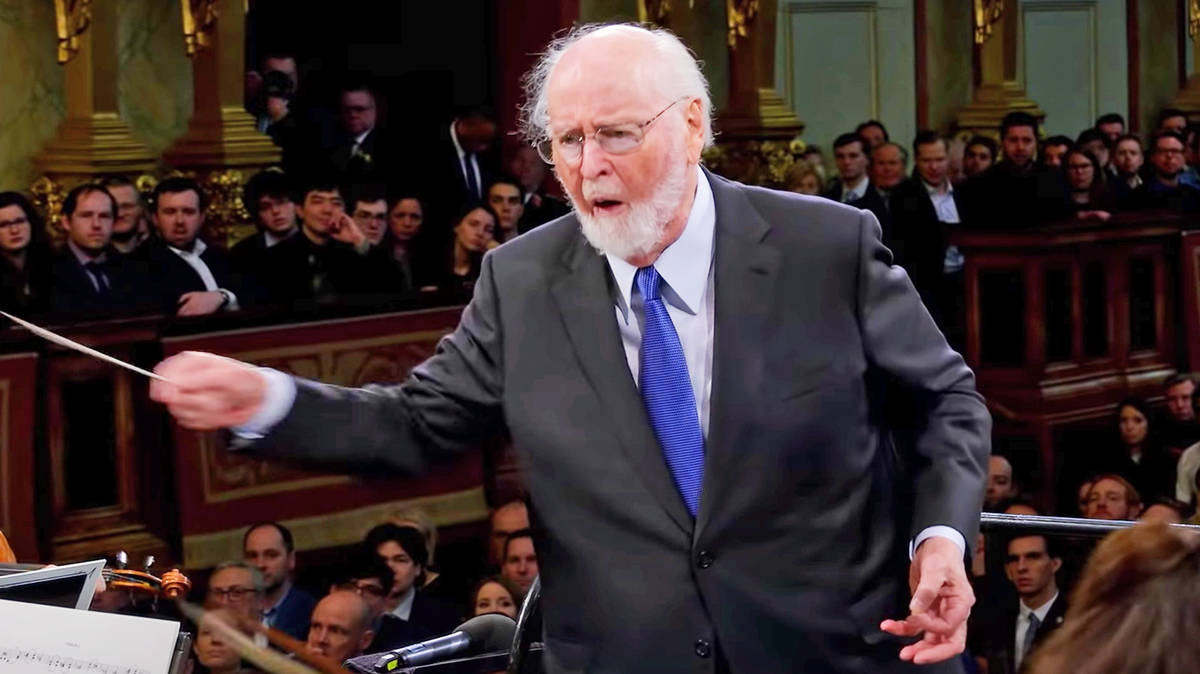 John Williams conducts the Vienna Philharmonic in exhilarating 'Jurassic Park' theme
