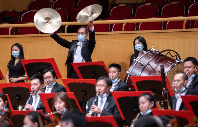 After more than five months absence, Wuhan Philharmonic Orchestra returns to the Qintai concert hall wearing protective masks