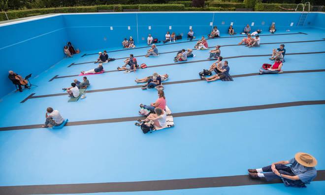 Cello concert in Entringen outdoor pool