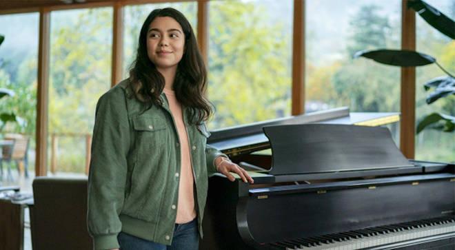 Auli'i Cravalho plays an aspiring singer