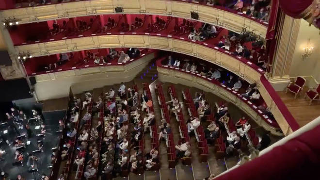 Audience protests lack of social distancing at Madrid's Teatro Real