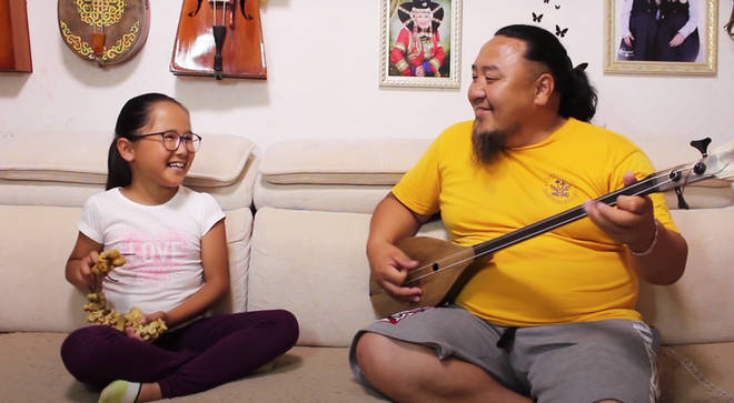 Dad and daughter perform adorable Mongolian throat singing duet