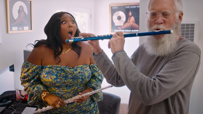 """""""No one can really do this!"""" Lizzo teaches David Letterman the flute."""