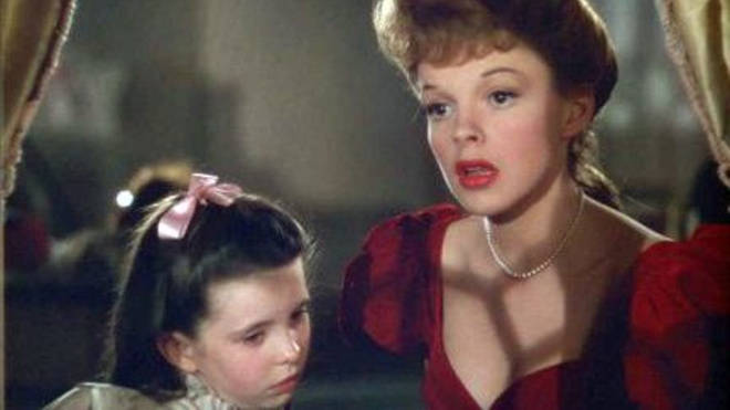 Judy Garland sings to younger sister character, Margaret O'Brien