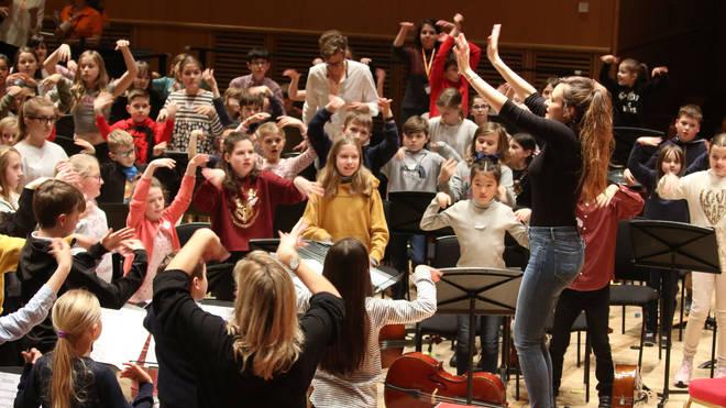 Violinist Nicola Benedetti leads a Benedetti Sessions warm-up in Glasgow.