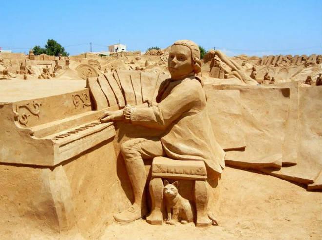 Mozart sand sculpture