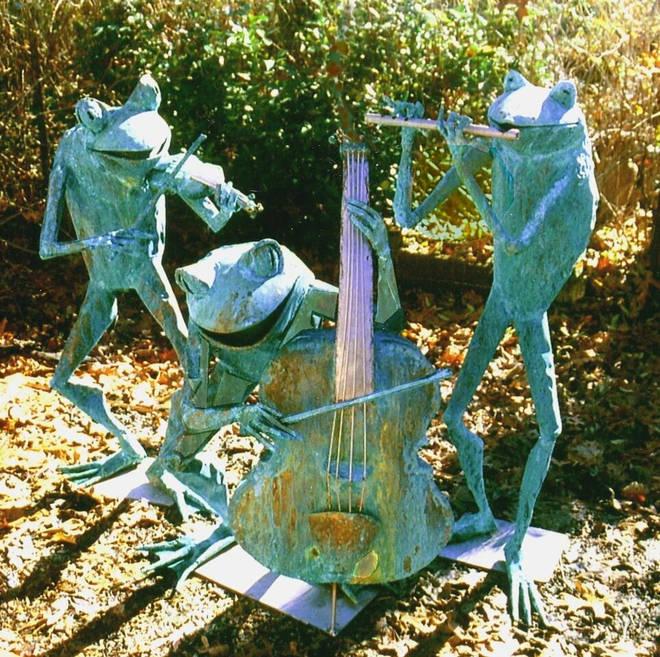 Frog musical sculpture