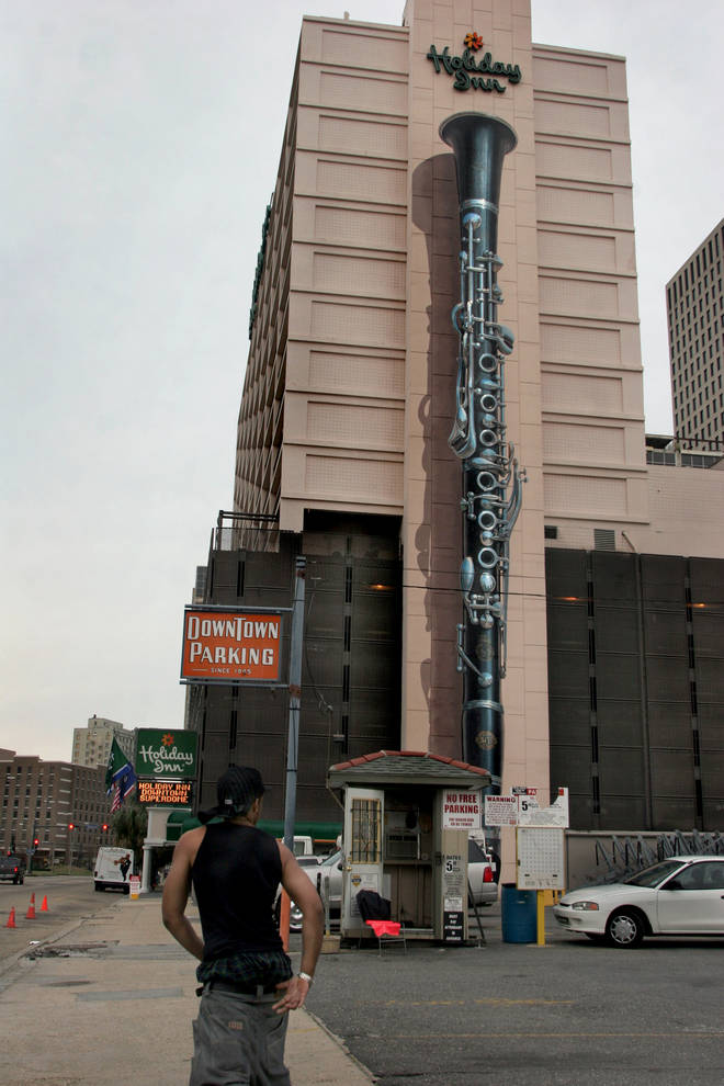 Holiday Inn New Orleans-Downtown Superdome with clarinet mural by Robert Dafford.