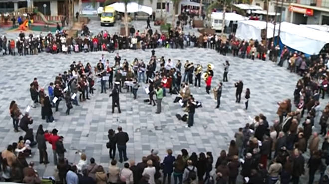 This magnificent Boléro flashmob in Spain will certainly lift your spirits