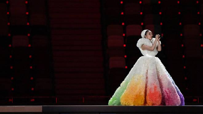 La cantante japonesa MISIA realizó una conmovedora interpretación del himno nacional de su país
