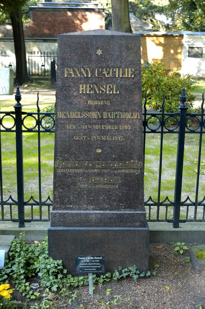 Deutschland, Berlin - Kreuzberg: Dreifaltigkeits-Kirchhof, Friedhof am Mehringdamm / Blücherstraße. Familiengrab Mendelssohn-Bartholdy, hier der Grabstein der Komponistin Fanny Hensel