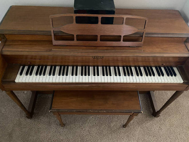 One Craigslist seller's claim that their piano isn't haunted has made the advertisement go viral. We'll let you decide if it really is cursed.