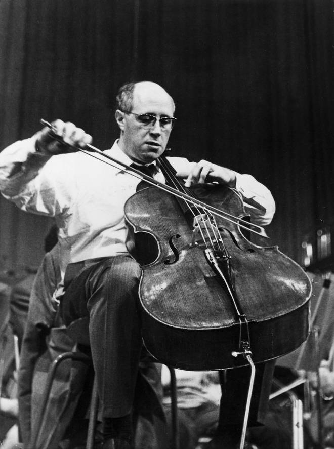 Rostropovich plays cello with his iconic endpin