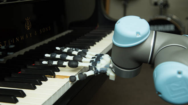 Robotic hand plays Scarlatti