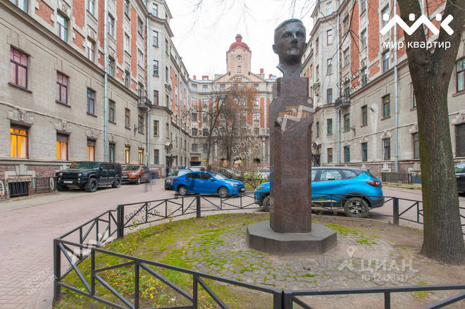 A bust of Shostakovich stands outside his former residence