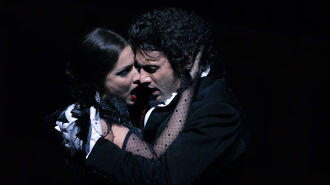 Anna Netrebko and Jonas Kaufmann in a performance of 'La Traviata' in London