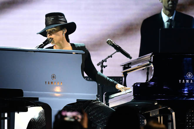 Alicia Keys played a double piano medley of songs at the 61st Annual Grammy Awards