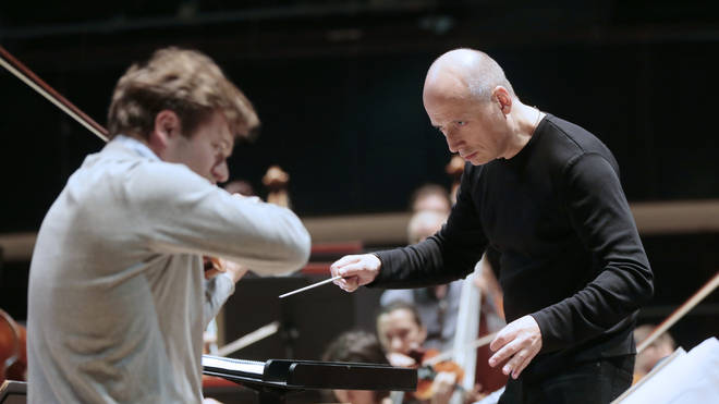 Paavo Järvi conducting at FRANCE-MUSIC-ARCHITECTURE