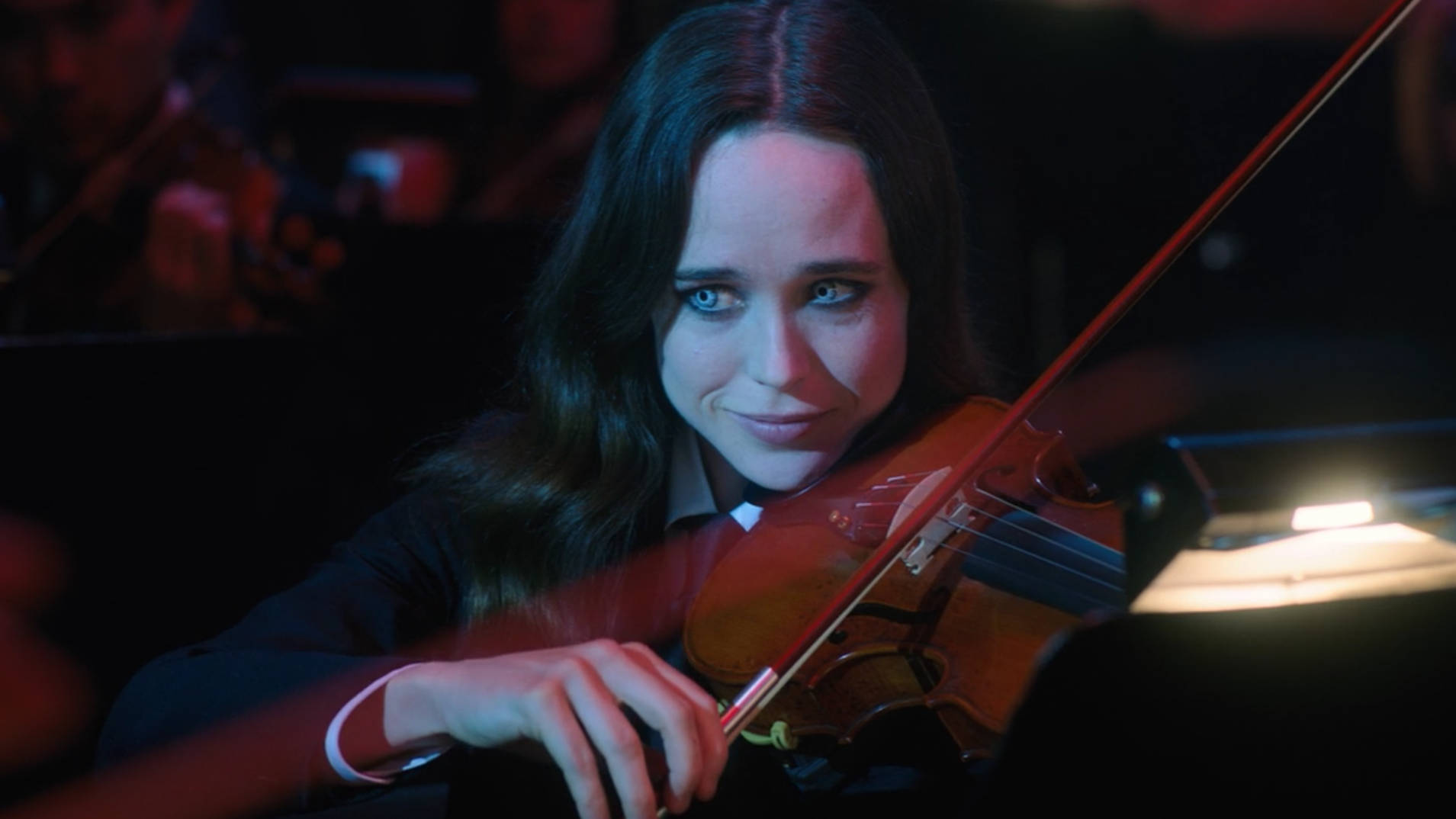 Can Ellen Page really play the violin in The Umbrella