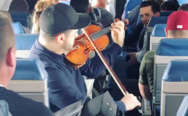 Giora Schmidt plays Bach on a Delta Airlines flight