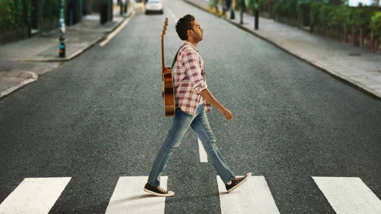 Does Himesh Patel really sing and play the guitar in Yesterday?