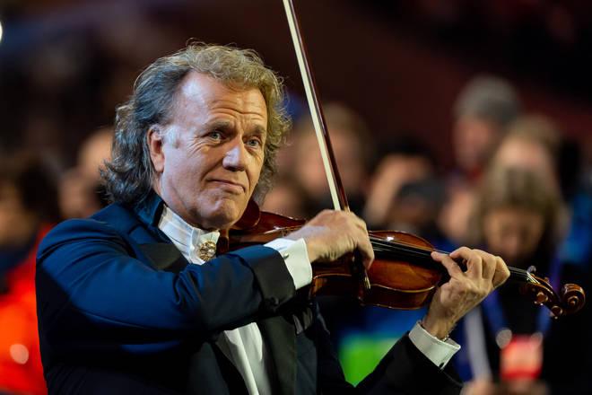 André Rieu donates 20,000 euros of musical instruments