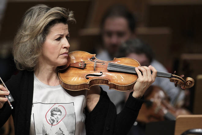 Violinist Anne-Sophie Mutter calls out smartphone use in concert