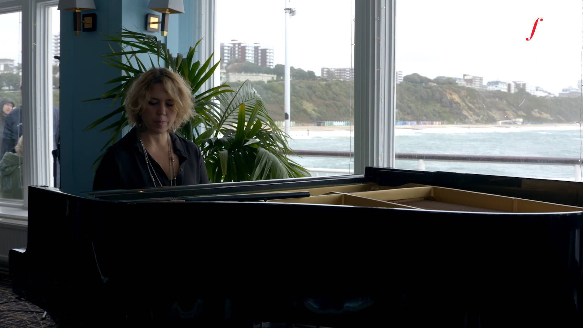 Gabriela Montero stuns crowd on Bournemouth Pier with piano improvisations on Gershwin and Bernstein