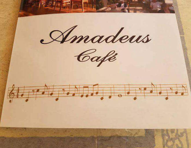 Amadeus Café, Mahon