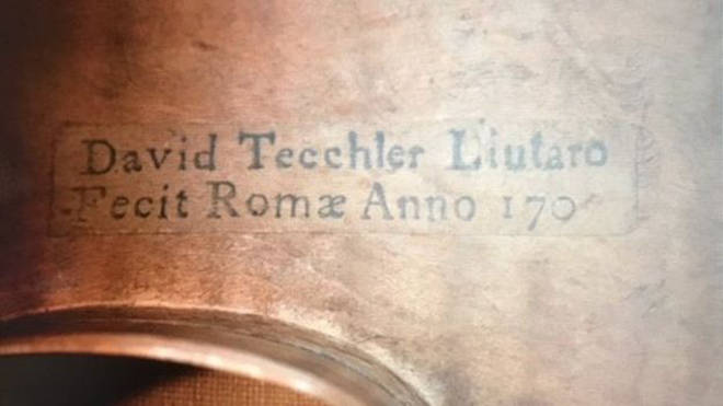 The violin is marking with Tecchler's name