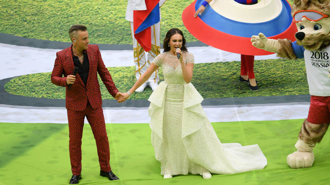 Robbie Williams and Aida Garifullina sing 'Angels' at the 2018 FIFA World Cup