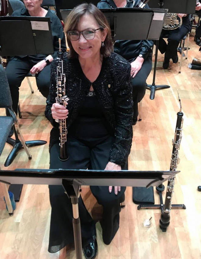 Oboist Janice Thomson has died after falling down a flight of stairs at a concert hall.