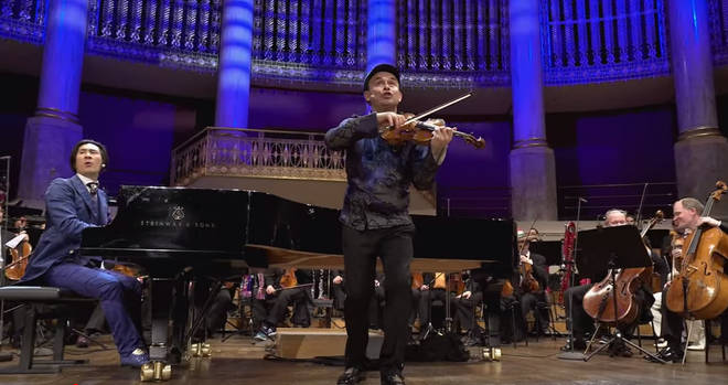 Igudesman & Joo perform Chariots of Fire with Vienna Symphony